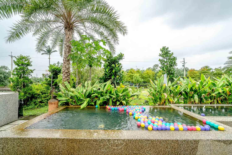 美村民宿泳池